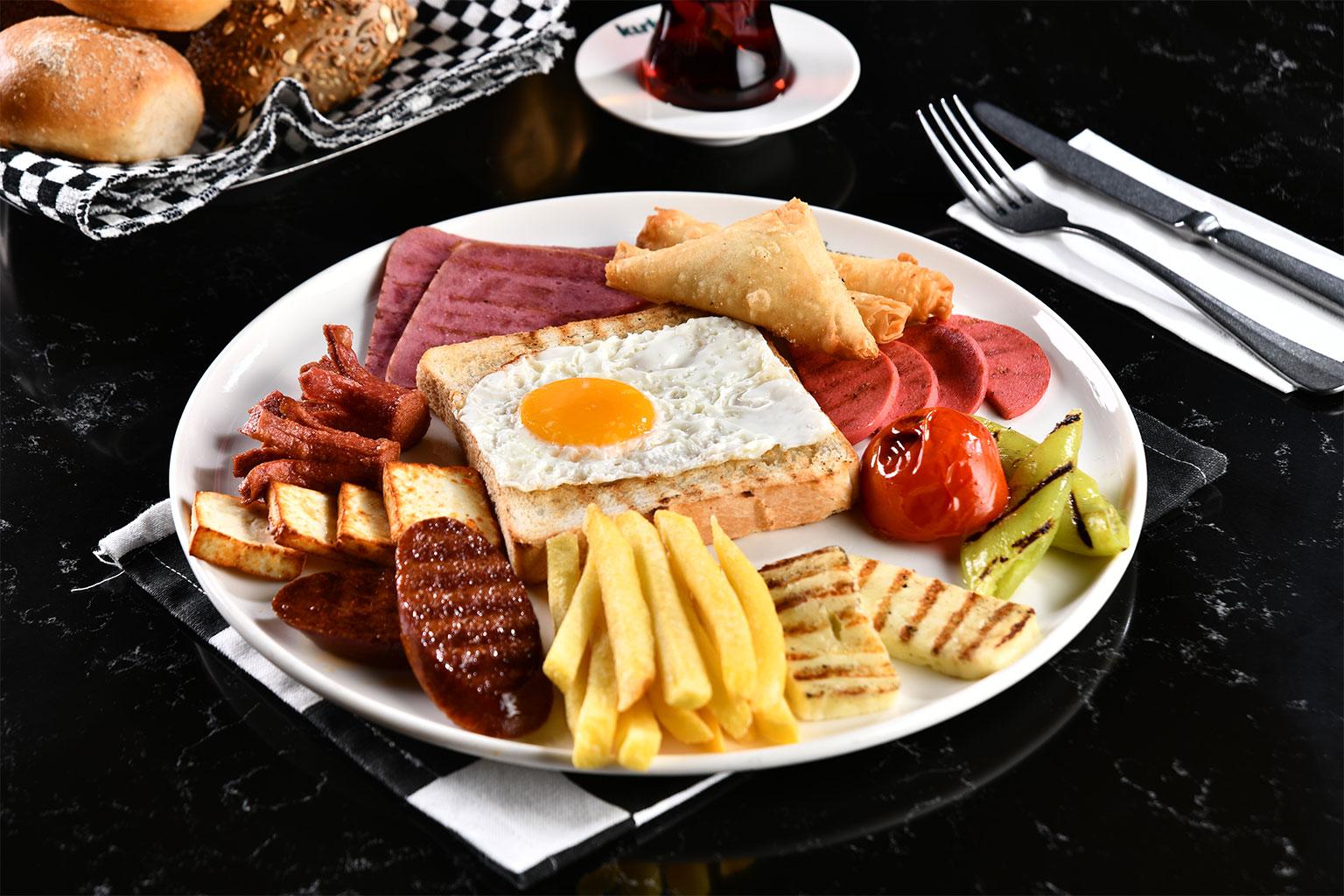Sıcak Kahvaltı Tabağı